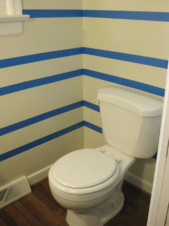 taping-off-stripes-on-the-wall