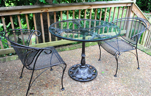 spray painting a metal outdoor table chairs with oil. Black Bedroom Furniture Sets. Home Design Ideas