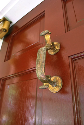 Updating old brass hardware handles with spray paint for How to spray paint doors
