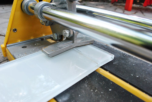 if youre going to use a wet saw heres a simple step by step guide - How To Cut Glass