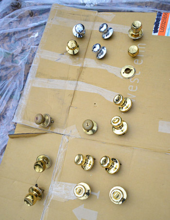 How To Upgrade Your Old Brass Door Knobs With Spray Paint