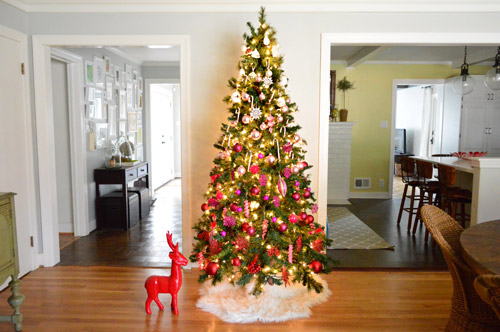 Holiday Decorating Idea: An Ombre Gradient Christmas Tree ...