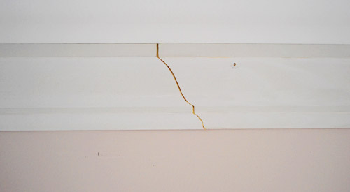 Scarf joint in crown molding where two pieces of molding overlap