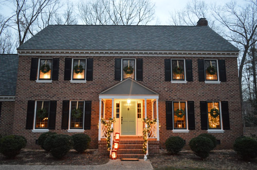 Outdoor Holiday Decorating (& The Easy Way To Hang Window Wreaths ...