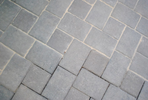 How To Use Polymeric Sand To Block Weeds In Our Paver Patio & How To Use Polymeric Sand To Block Weeds In Our Paver Patio | Young ...
