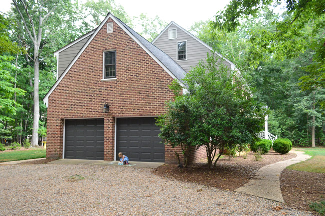 Garage door color ideas for red brick house home desain 2018 for Brick selection for houses